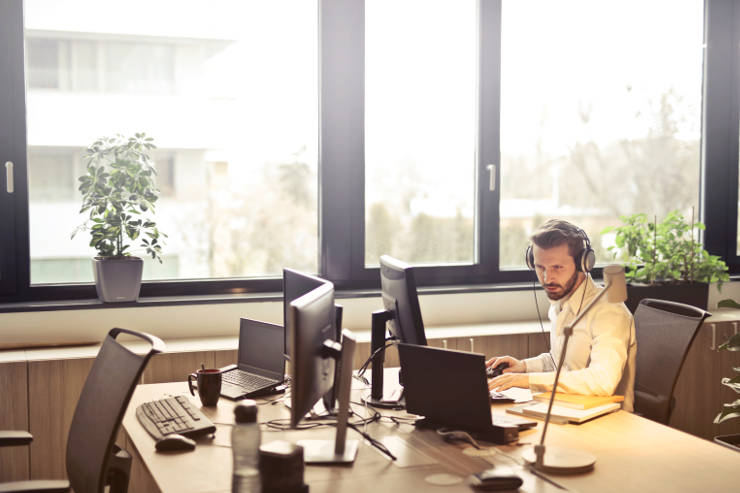 Seven ways to answer a phone professionally